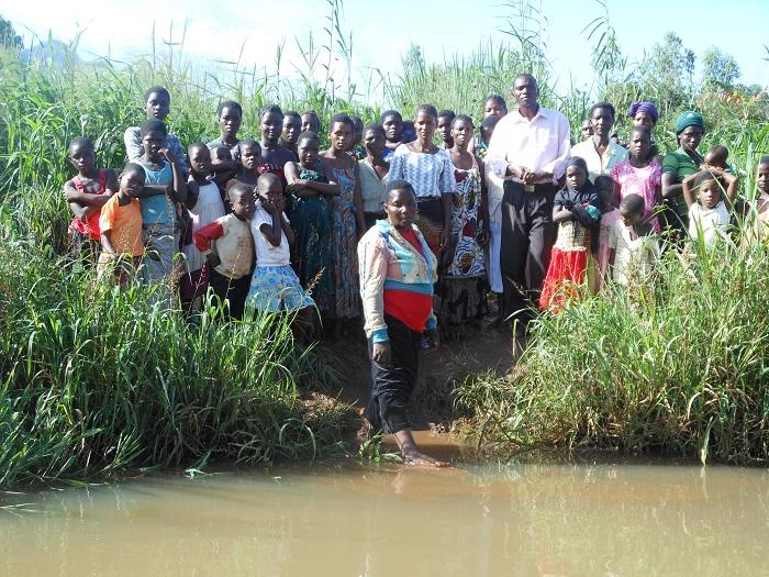 Malawi_SW0818_groupbaptism